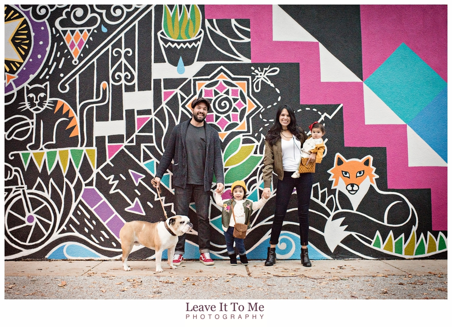 main-line-mural_family-photographer